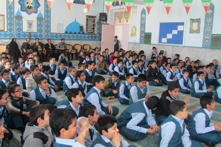 ضرورت استفاده از طلبههای بومی جهت امر تبلیغ در شهرها و روستاهای کرمان