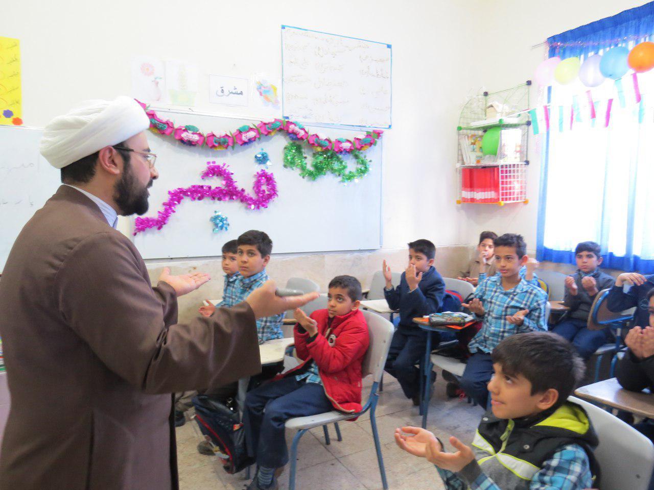 تبلیغ ده فجر در مدارس